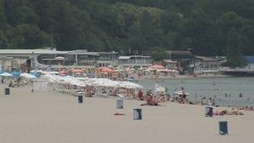 En la playa de Varna, Bulgaria almacen de video