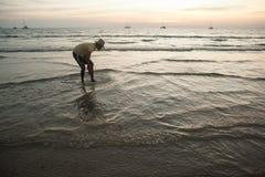 En la playa los locals Fotos de archivo libres de regalías