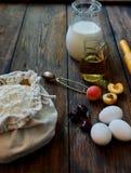 En la tabla puesto ingredientes marrones para cocinar Foto de archivo