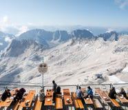 En la tapa del Zugspitze Imágenes de archivo libres de regalías