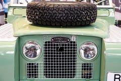 En 1948 Land Rover fondé est une marque du fabricant de voiture britannique Jaguar, qui se spécialise dans des véhicules de quatr images libres de droits