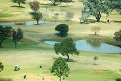 En landskapbild av en golfbana Royaltyfri Foto