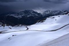 En landskapsikt från den Hochtor tunnelen på Grossglockner den höga alpina vägen Arkivfoto