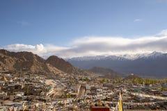 En landskapsikt från den Leh slotten med den bästa sikten för Leh stad, Leh Ladakh, Indien fotografering för bildbyråer
