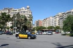 En las calles de Barcelona, districto de Eixample. Fotos de archivo