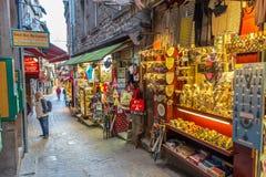 En las calles de Mont Saint-Michele Foto de archivo libre de regalías