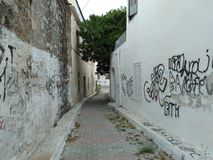 En las calles estrechas de la ciudad foto de archivo libre de regalías