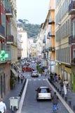 En las calles estrechas de la ciudad vieja en Niza fotografía de archivo libre de regalías