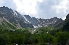 En las colinas del monte Elbrus fotos de archivo libres de regalías