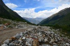 En las colinas del monte Elbrus foto de archivo libre de regalías