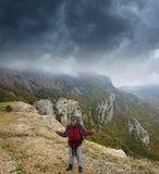 En las montañas, antes de la tormenta Foto de archivo