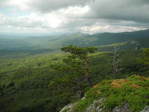 En las montañas crimeas antes de la tormenta Foto de archivo libre de regalías