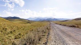 En las montañas del transporte-Ili Alatau Fotos de archivo