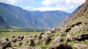En las montañas son las piedras, cámara de mano metrajes