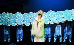 En las nubes - la magia mágica histórica del drama de la canción y de la danza del estilo - Gan Po Imágenes de archivo libres de regalías