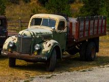 En lastbil 1 för lantgård för krig för tappningstolpevärld II av 2 Arkivfoto
