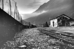 En ledsen och melankolisk station arkivfoton