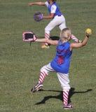 En lek för softball för Summerlin barnserien i basebollflickor Royaltyfri Bild