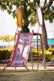En lekplatsglidbana utan barn Arkivbild