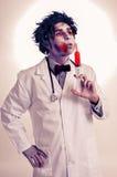 En levande döddoktor med en injektionsspruta med blod, med en filtereffekt Arkivfoto