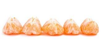 En linje av satsuma-, clementine- eller mandarinsegment fotografering för bildbyråer