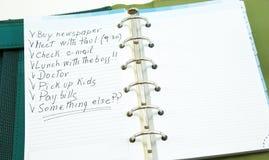 En lista av saker som ska göras på notepaden royaltyfri bild