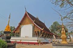 En liten buddistisk tempel i Laos Arkivfoto