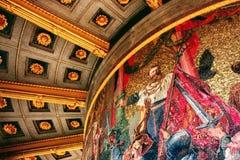 En liten del av en storslagen väggmålning som målas inom Siegessäulen Victory Column i Berlin, Tyskland arkivbilder