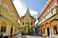 En liten en khmerpagod i söderna av Vietnam Royaltyfri Bild