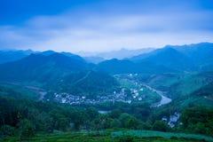 En liten by i monteringen Huangshan, Kina, kallas Hongcun, precis som skönheten av landskapmålning royaltyfri foto