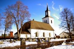En liten kyrka i Dalarna fotografering för bildbyråer