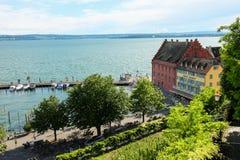 En liten by på sjön i Bayern på sjön Constance arkivfoto