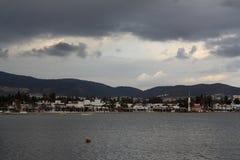 En liten sjösidastad Turgutreis arkivfoto