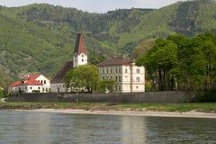 en liten stad i den Wachau dalen Arkivfoto