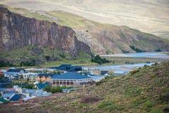 En liten stad med blåa tak av hus Shevelev Arkivbilder