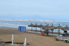 En liten strand i den Alicante fjärden Arkivfoton