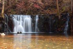 En liten vattenfall royaltyfria bilder