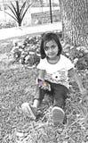 Litet barn med cellen ringer Royaltyfria Bilder