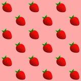 En ljus radda, är nya bär av en jordgubbe Sömlös modell av jordgubbar Royaltyfri Foto