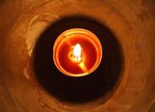 En ljus wood candleholder för stearinljus, jul Royaltyfri Foto