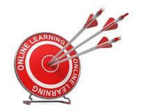 En línea aprendiendo.  Concepto de la educación. Foto de archivo