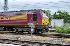 En lokomotiv för fraktdrev royaltyfria bilder