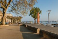 En los bancos del río el Rin en Maguncia, Alemania foto de archivo libre de regalías