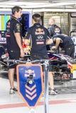 En los hoyos mecánicos de Red Bull Fotos de archivo