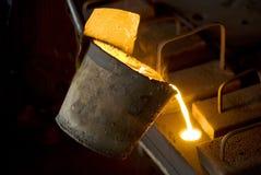 En los trabajos del hierro Fotografía de archivo