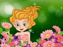 En lycklig fe på trädgården med färgrika blommor Arkivfoton