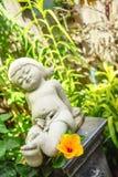 En lycklig flickaskulptur Royaltyfri Foto