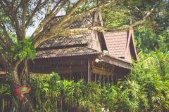 En lyxig semesterort i Phi Phi Island, en tropisk Thailand ö Royaltyfri Foto