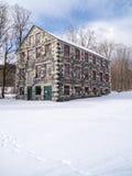Stenen mal byggnad i vinter Royaltyfri Bild