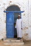 En man i den Nubian byn av skrud-Sohel i den Aswan regionen av Egypten royaltyfri fotografi